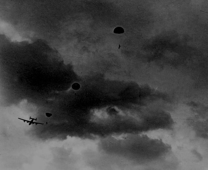 Jedburghs parachute from a Carpetbaggers B-24 Liberator..jpg
